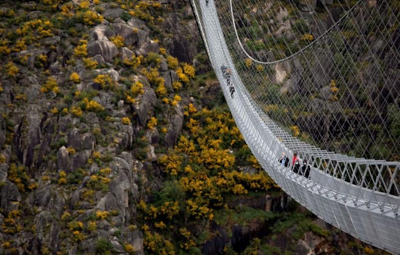 Portugal inaugura ponte suspensa de pedestres mais longa do mundo