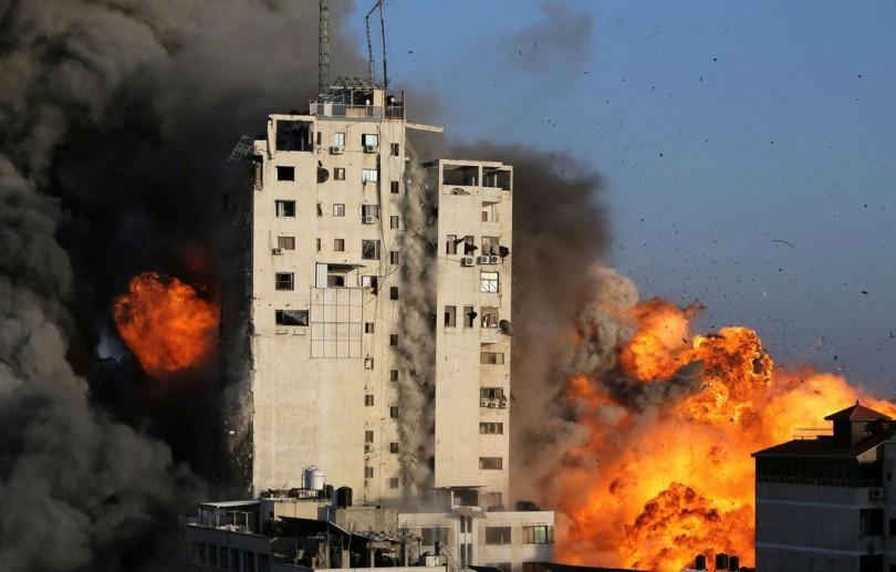 Conflito em Gaza se intensifica com artilharia e bombardeios aéreos