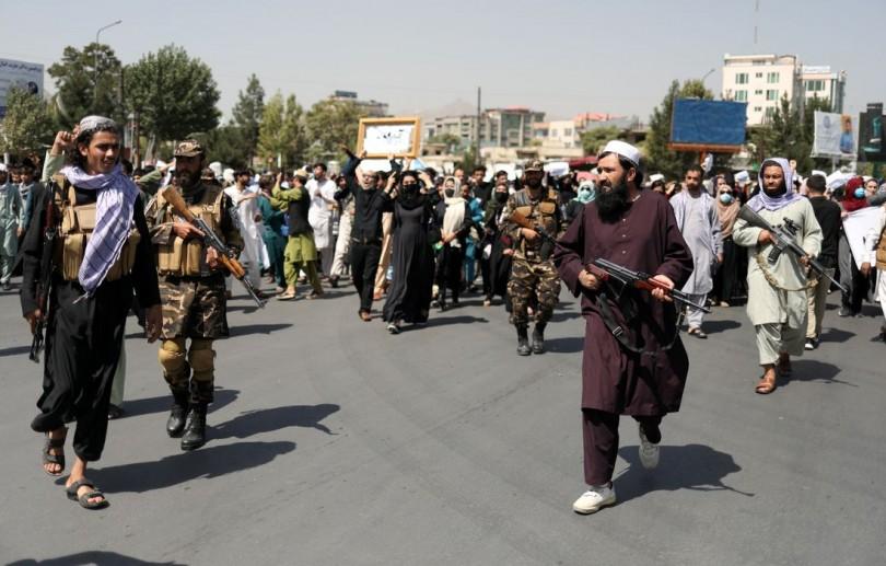 Mais um veículo de talibãs é atacado no Afeganistão