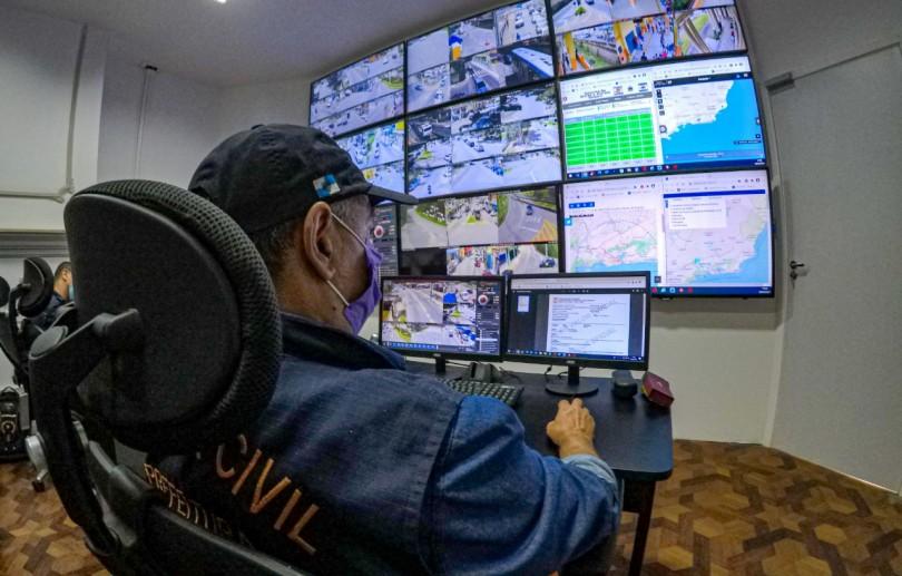 Cruzamento de dados entre o Centro de Operações e a polícia vai permitir identificar veículos roubados em Petrópolis