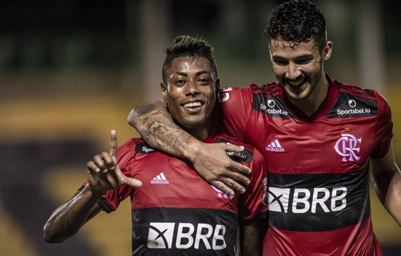 Flamengo derrota Bangu e amplia vantagem na liderança do Carioca
