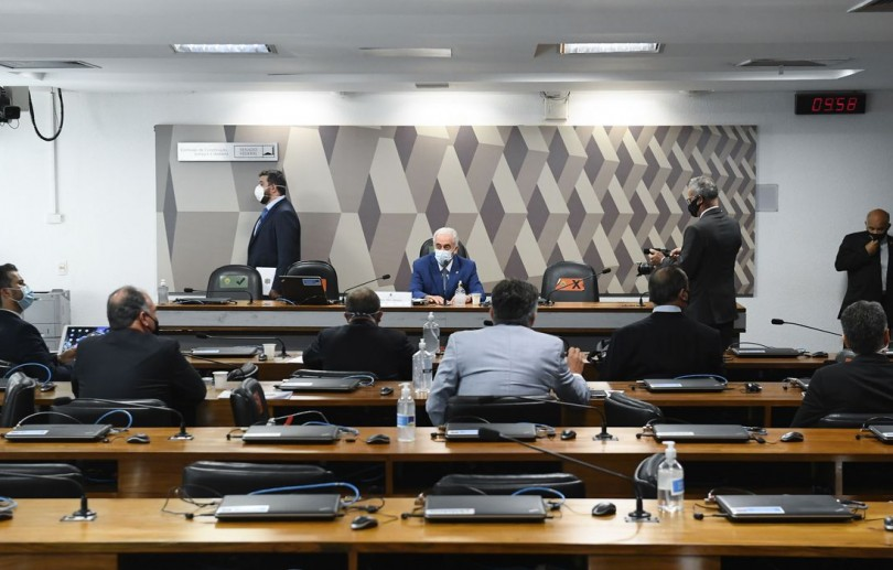 Senadores recorrem para tirar Renan da relatoria da CPI da Pandemia