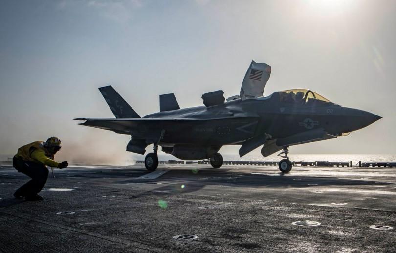 Estados Unidos lançam ataques aéreos em apoio às forças afegãs