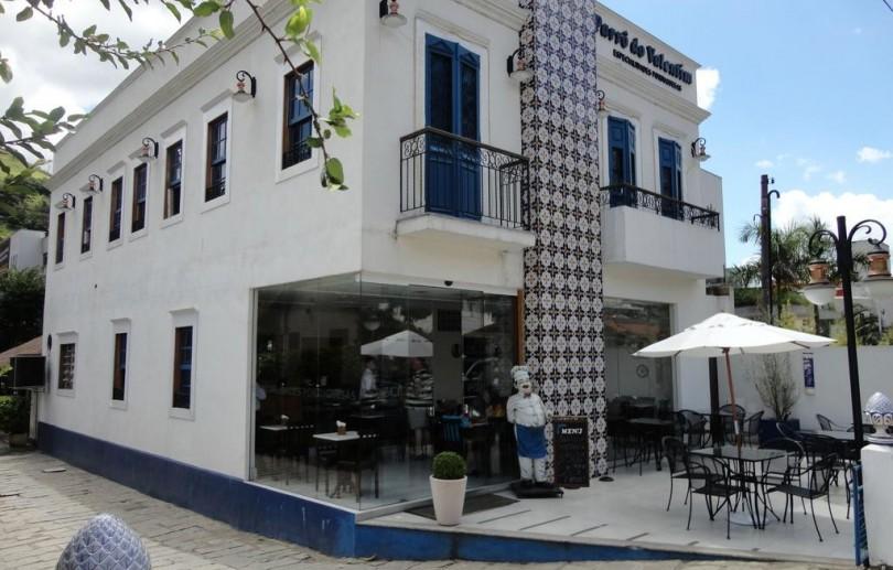 Bares e restaurantes funcionam em Petrópolis seguindo medidas de segurança