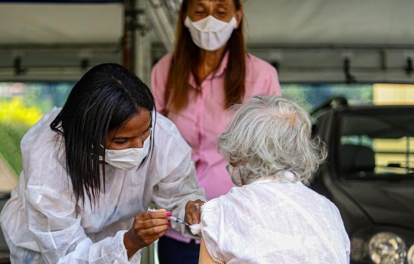 Prefeitura inicia nesta quarta vacinação contra a covid-19 de idosos entre 85 e 89 anos