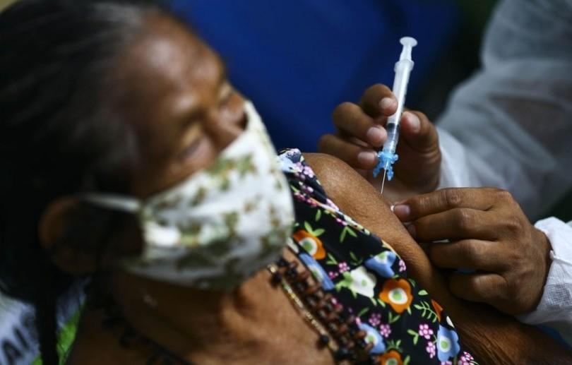Idosos com 85 a 89 anos serão vacinados contra a covid-19 a partir de quarta-feira (24)
