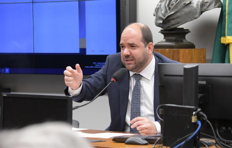 Projeto propõe mesma pena de tráfico para uso de drogas na presença de crianças