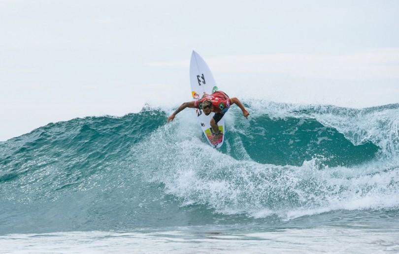 Surfe: Ítalo Ferreira avança direto na abertura da etapa mexicana