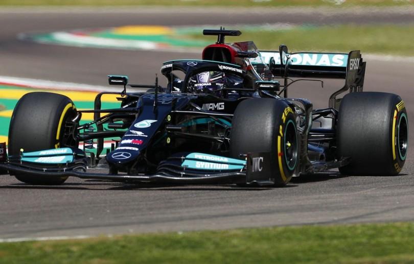 Red Bull tem dia difícil em Ímola e vê Mercedes liderar treinos livres