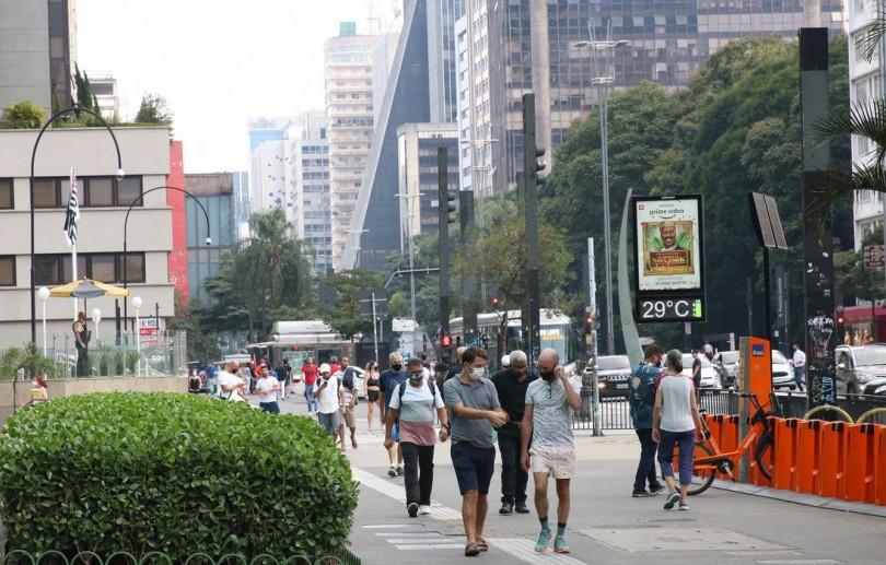 Brasil contabiliza 423,2 mil mortes porCovid-19
