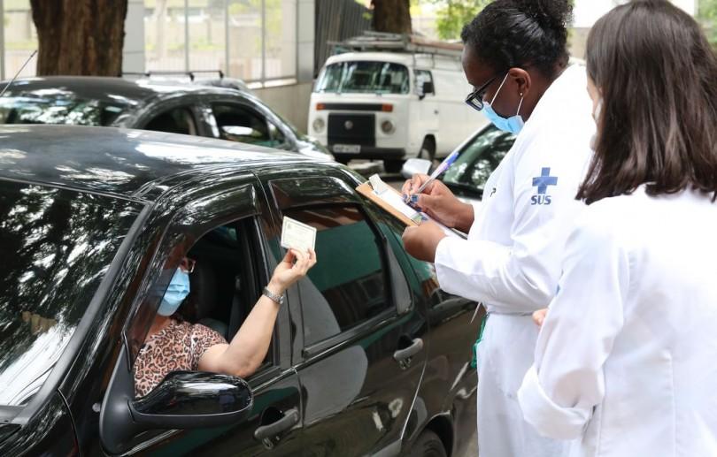 SP reabre unidades de drive-thru para vacinação contra covid-19